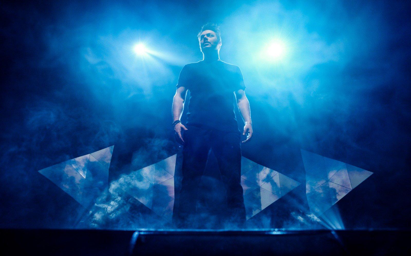 Kev Adams sur scène pour son spectacle «Sois 10 ans». Photo: Nathan Trompas