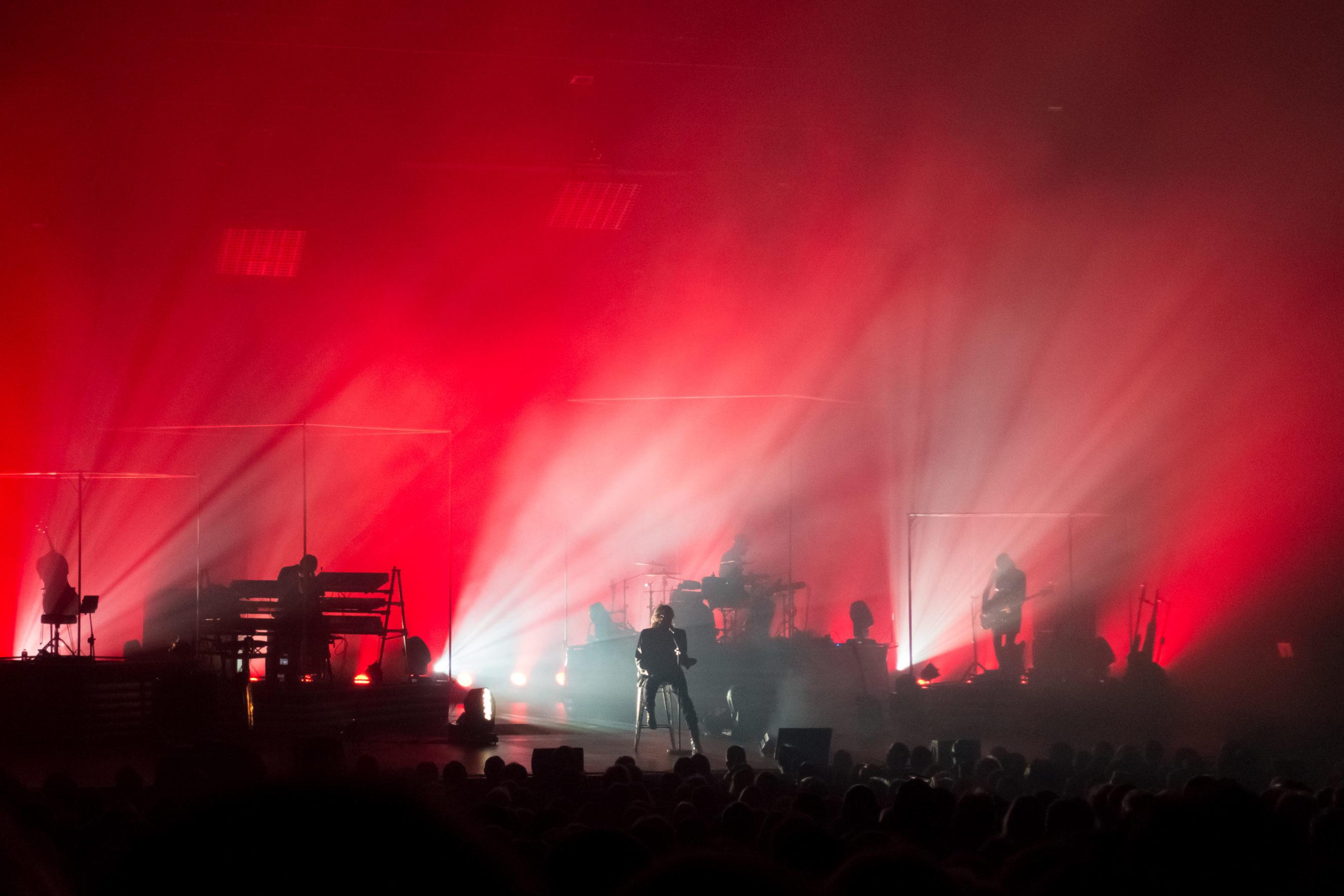 Christophe en concert pour la tournée Les Vestiges du Chaos